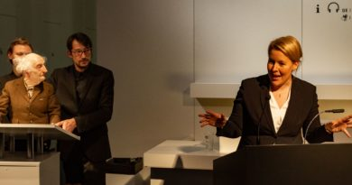 """Bundesfamilienministerin Giffey bei der Eröffnung des """"Aufstand der Geschichten"""" am 03.11.2018 in Chemnitz Fotorechte: Mark Frost"""